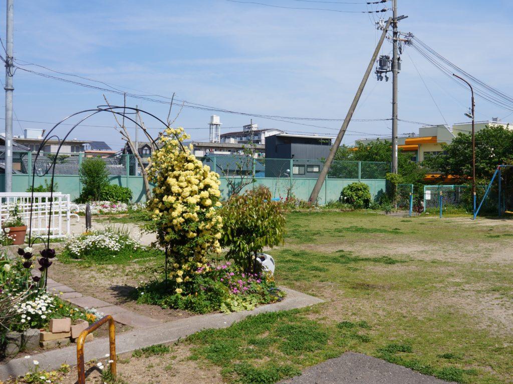 ひがし保育園の隣の公園