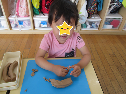 ひがし保育園 3歳児 粘土遊び