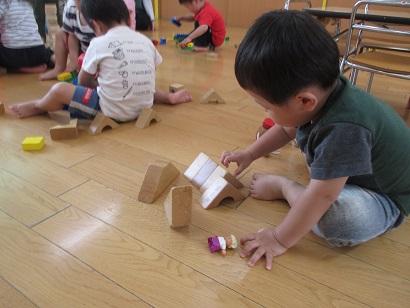 ひがし保育園 積み木遊び 2歳児